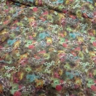 Шифон коричневый светлый в розово-желтые цветы ш.150
