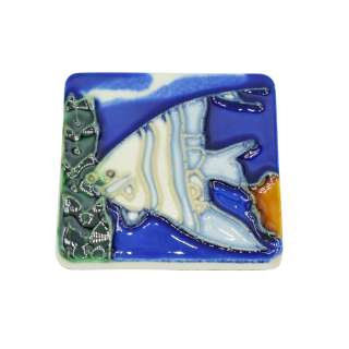 Магнит сувенирный керамика глазурь 6 х 6 см рыба скалярия бело-голубая