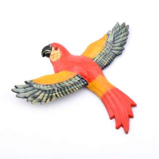Магнит на холодильник Попугай 13х11см красный с пестрыми крыльями