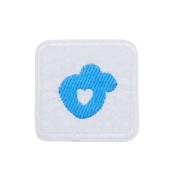 Термоаппликация Квадрат с сердцем голубым 45х45мм белый