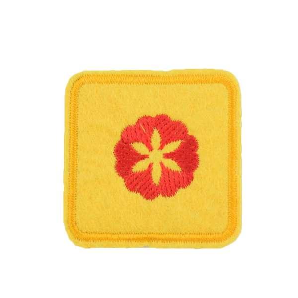 Термоаппликация Квадрат с цветком красным 45х45мм желтый