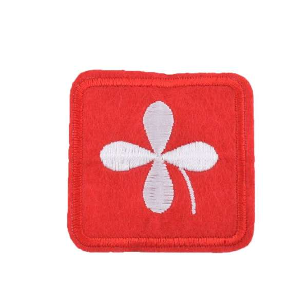 Термоаппликация Квадрат с лепестком белым 45х45мм красный